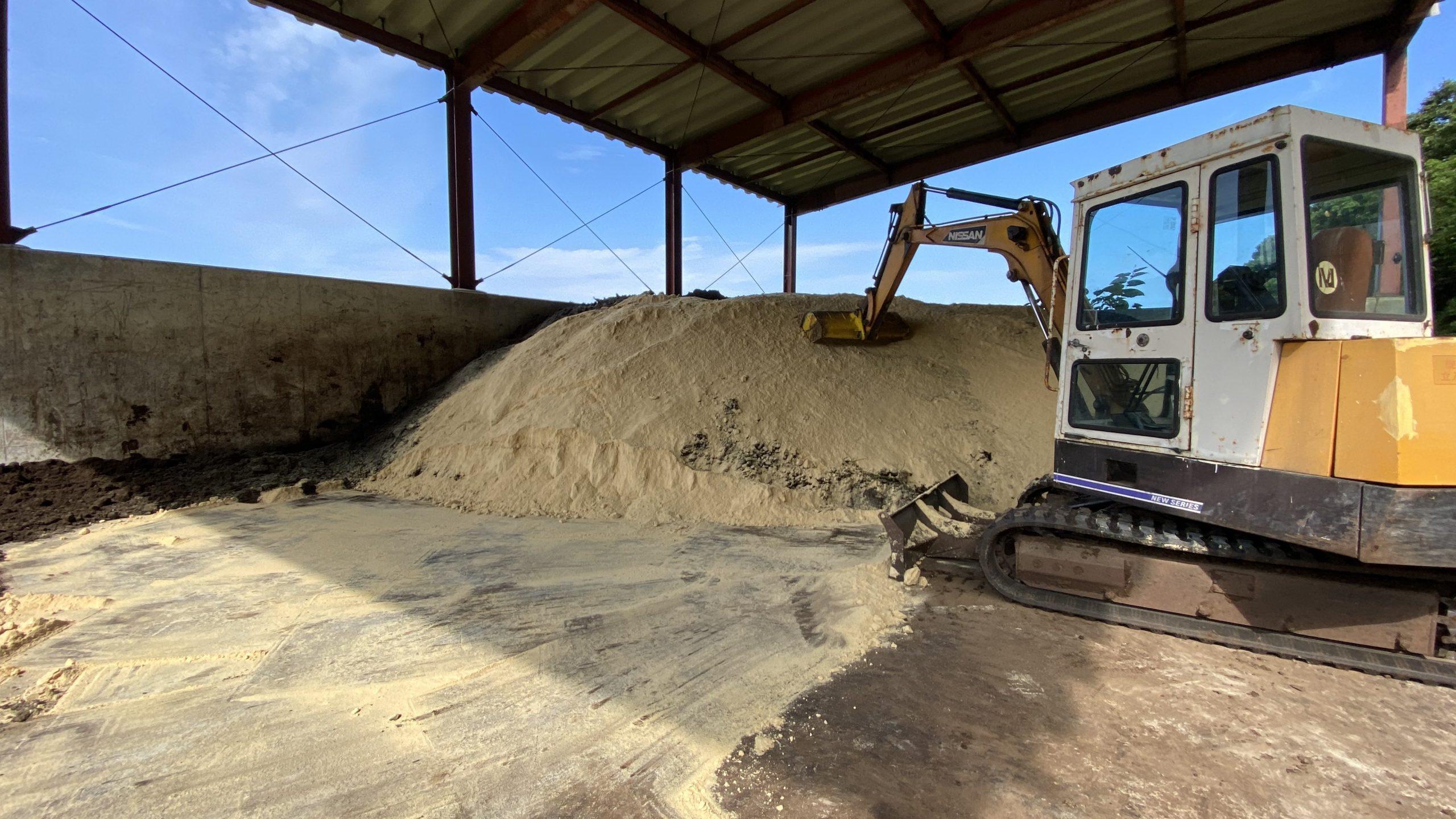 堆肥に米ぬか投入
